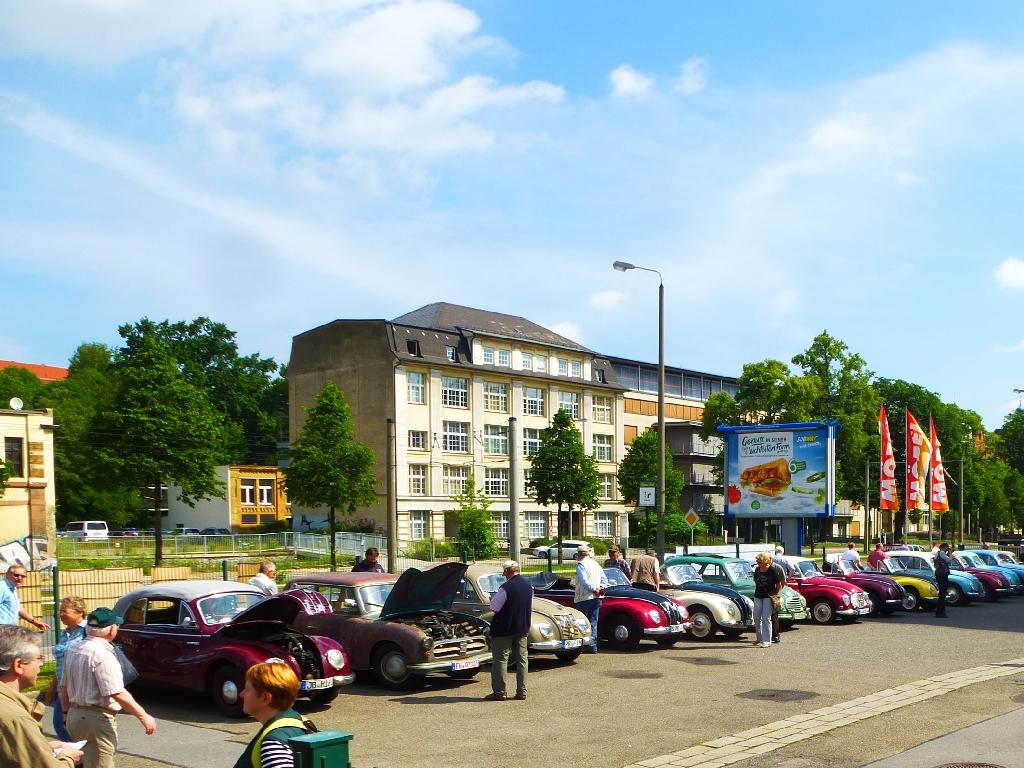 BesucherundFaufdemMuseumshof