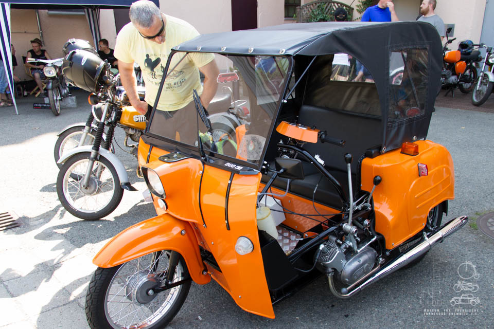 oranger Sonderbau