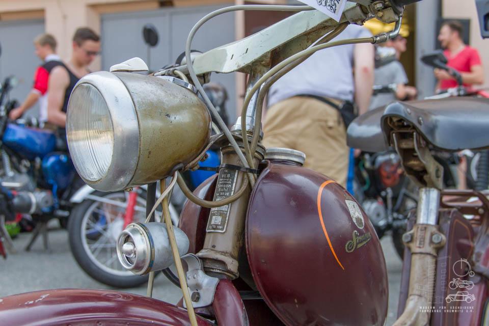 Nahaufnahme rotes Moped