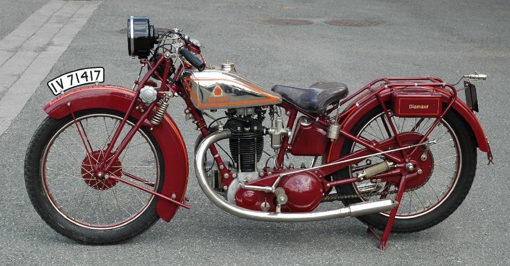 rotes Diamant Motorrad
