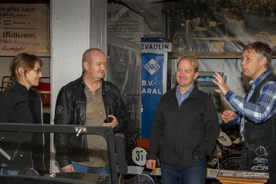 Dirk Schmerschneider im Gespräch mit Besuchern