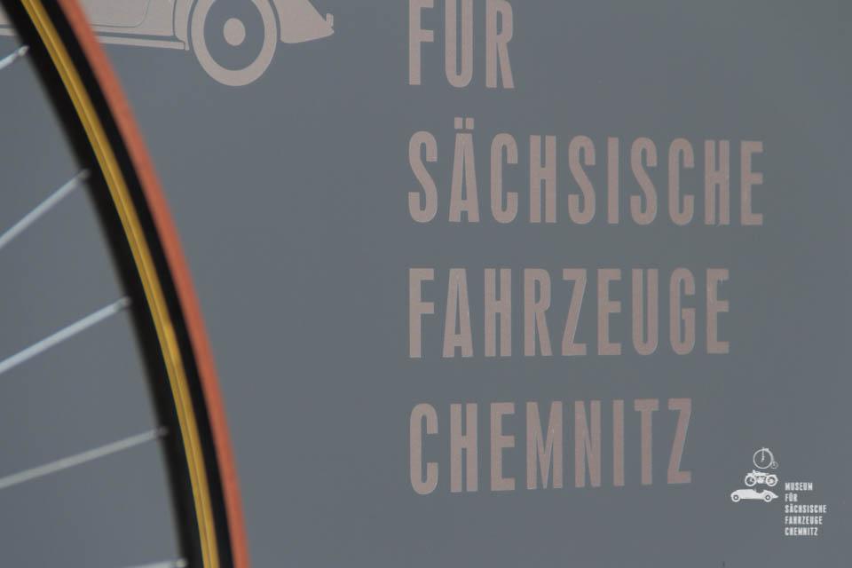 Nahaufnahme Schild Museum für sächsische Fahrzeuge