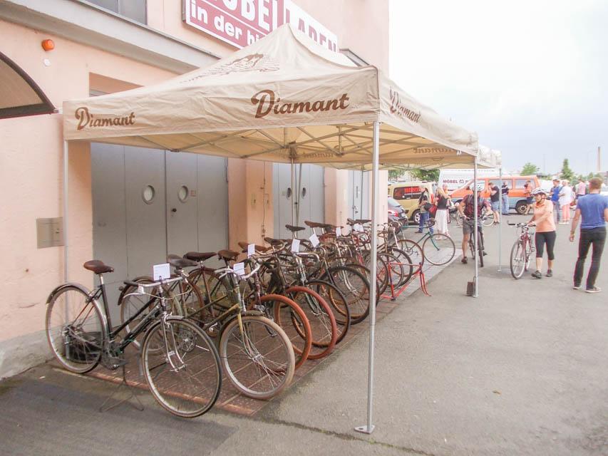 Diamant Fahrräder vor dem Museum