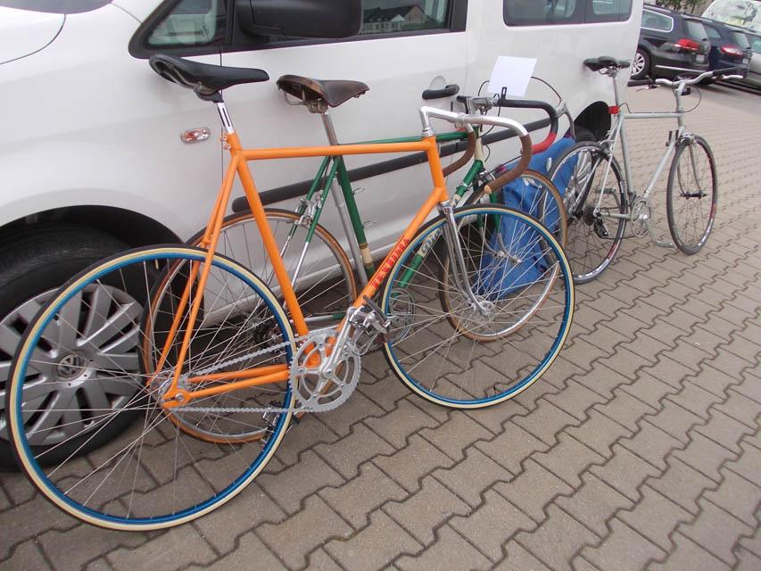 angelehnte Diamant Fahrräder