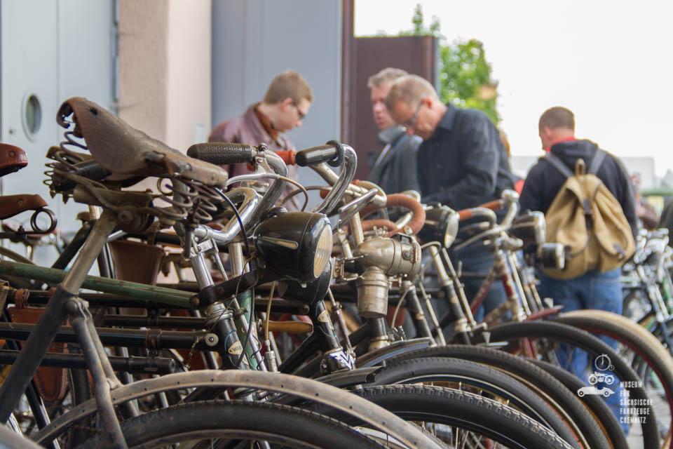 Fahrräder in Reihe