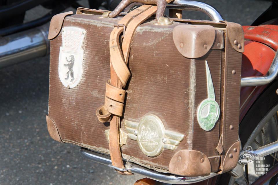 Koffer auf Gepäckträger