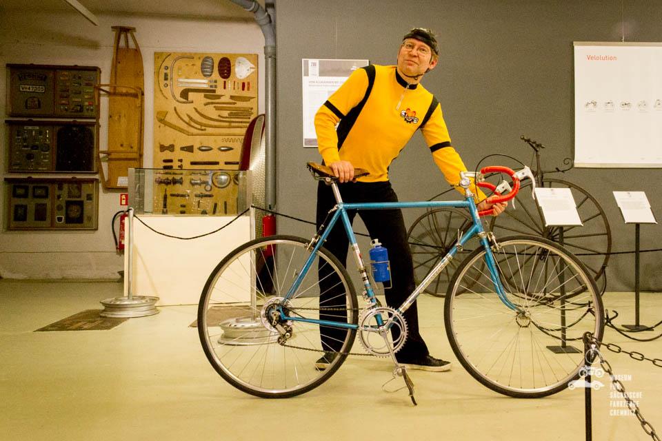 Dirk Schmerschneider im originalem Fahrradoutfit