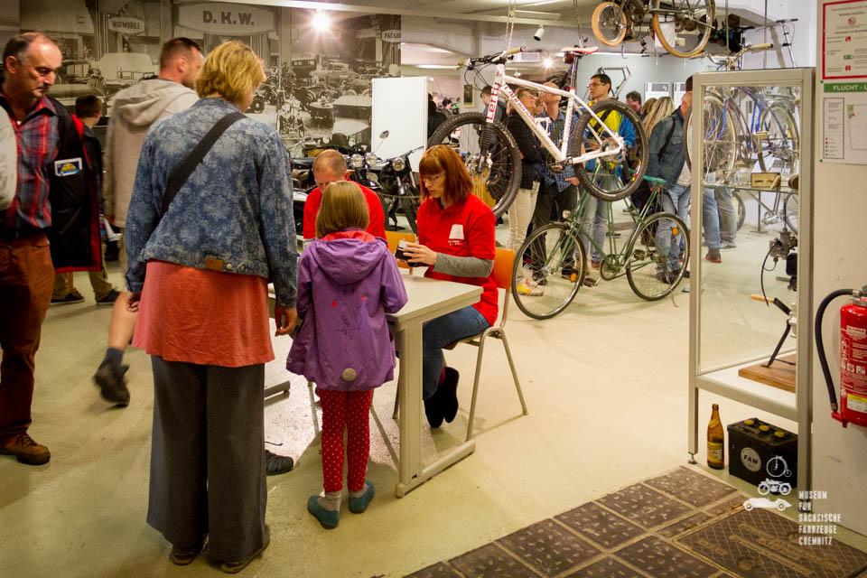 Museumsmitarbeiter am Eingang