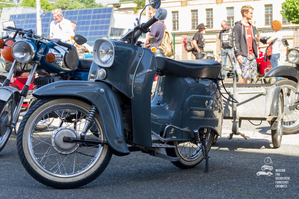 graublaues Moped