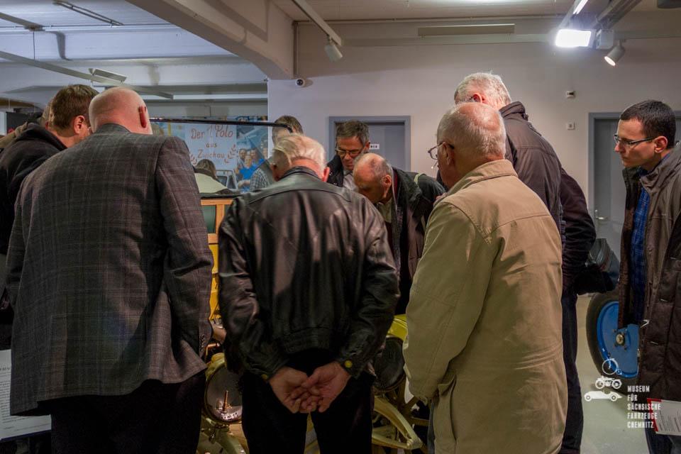 Besucher in der Ausstellung