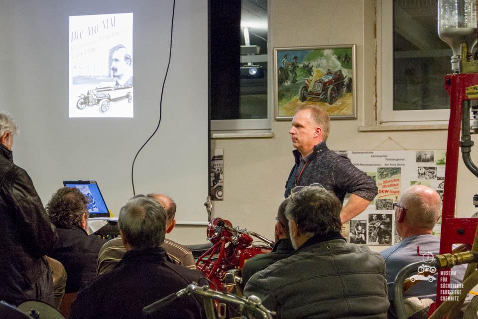 Roland Zschalig beim Vortrag
