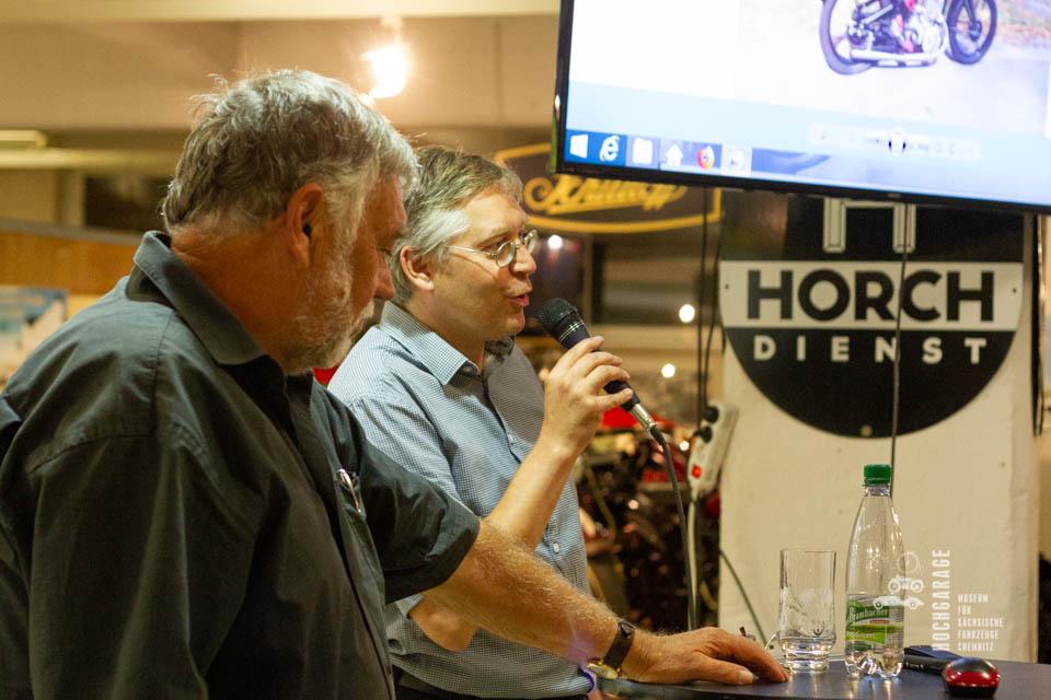 Dirk Schmerschneider und Frieder Bach von der Seite beim Vortrag