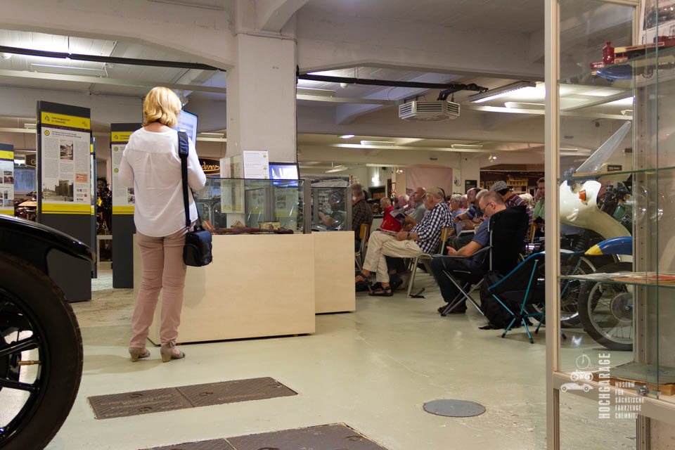 Besucher des Museums