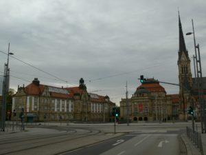 heutiger Blick auf den Opernplatz Chemnitz mit Petrikirche