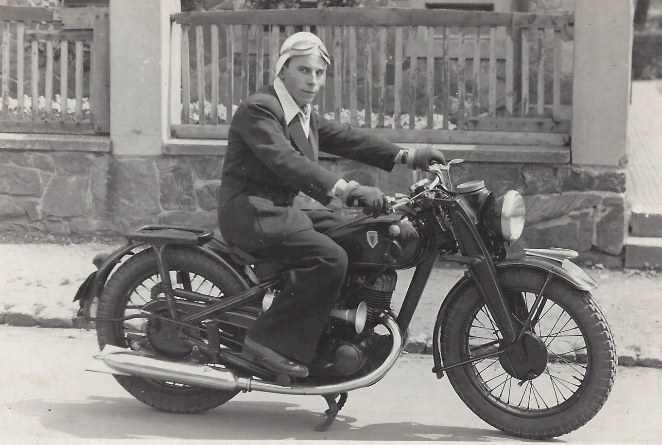 Harald Linke auf seiner DKW NZ 350