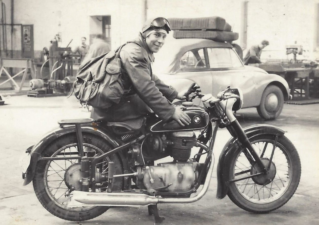 Harald Linke als Versuchsfahrer auf BMW mit dem von Paul Wittber konstruierten Motor für die Sport-AWO