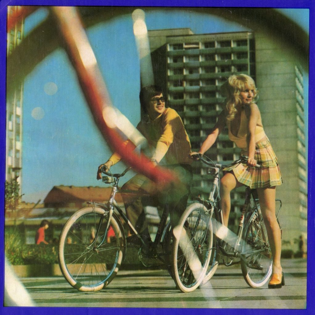 Foto aus einem Diamant Prospekt von 1974 mit einem Mann und einer Frau auf Diamant-Rädern