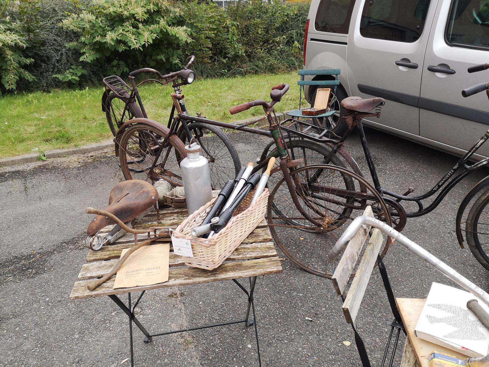 Räder und Teile vom Fahrradflohmarkt