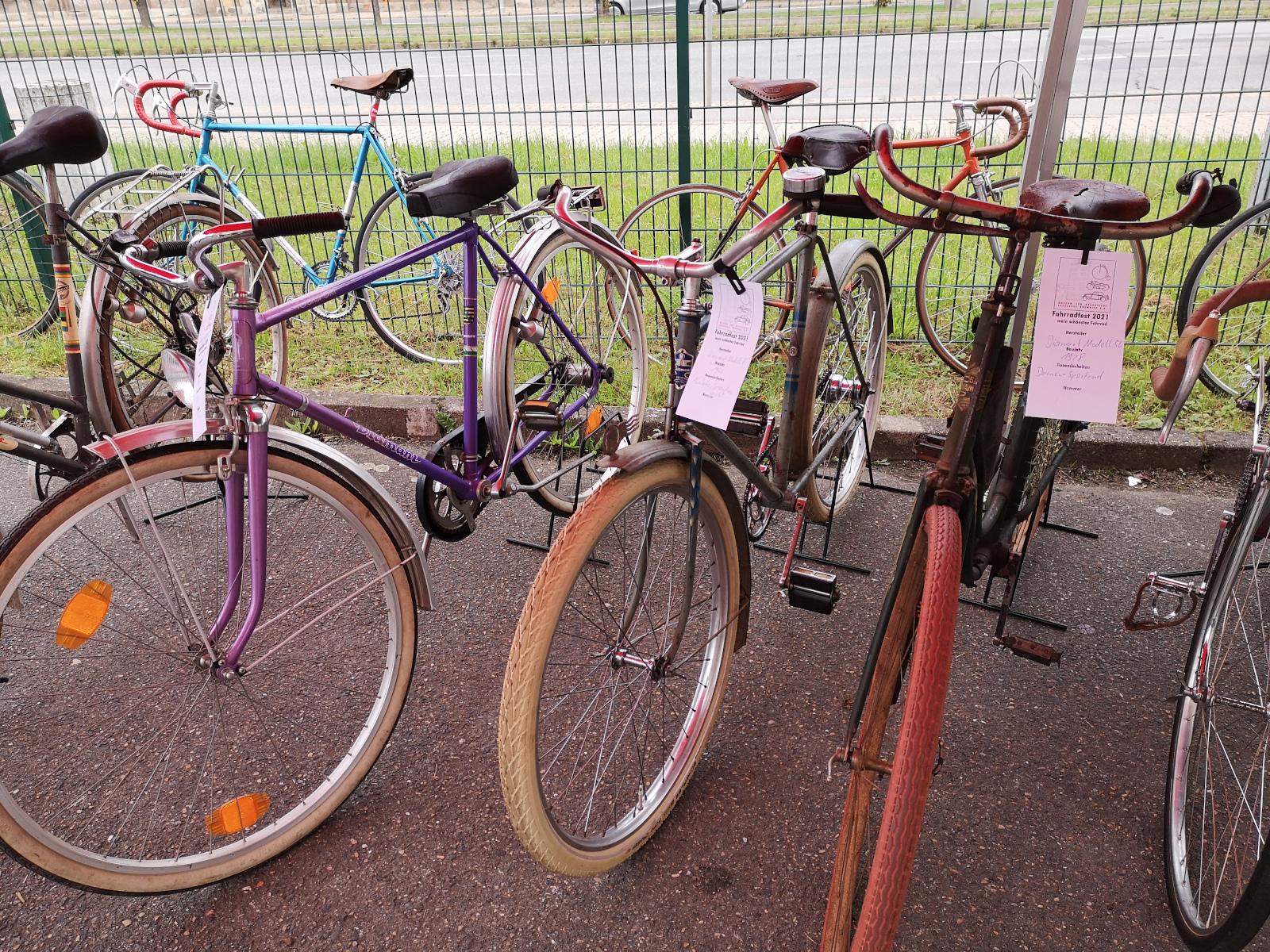"""Fahrräder, die zur Wahl zum """"Schönsten Fahrrad 2021"""" standen"""